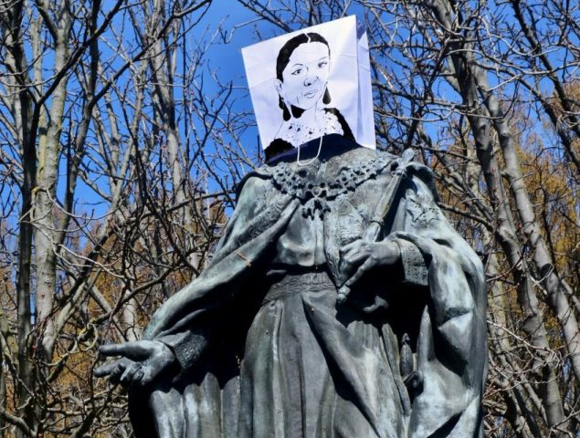 De Lola Flores a Catalina Muñoz, la esclava que se liberó a sí misma en el s. XVI, un colectivo pone rostro de mujer a las estatuas de Madrid