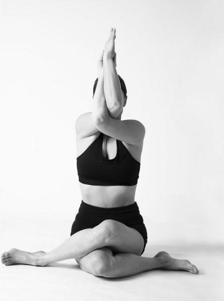 Seis posturas de yoga que favorecen la calma mental (y que se pueden hacer en casa)