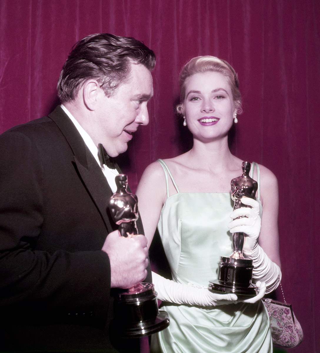 Grace Kelly con su Oscar