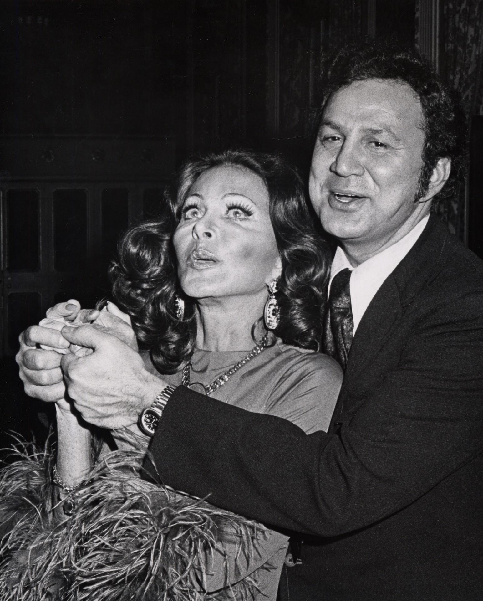 Con el mítico paparazzo Ron Galella en 1974.
