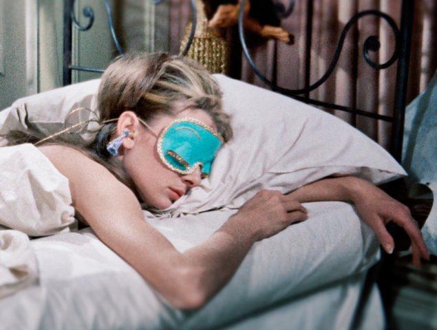Dormir media hora menos y otros consejos para descansar mejor durante el confinamiento