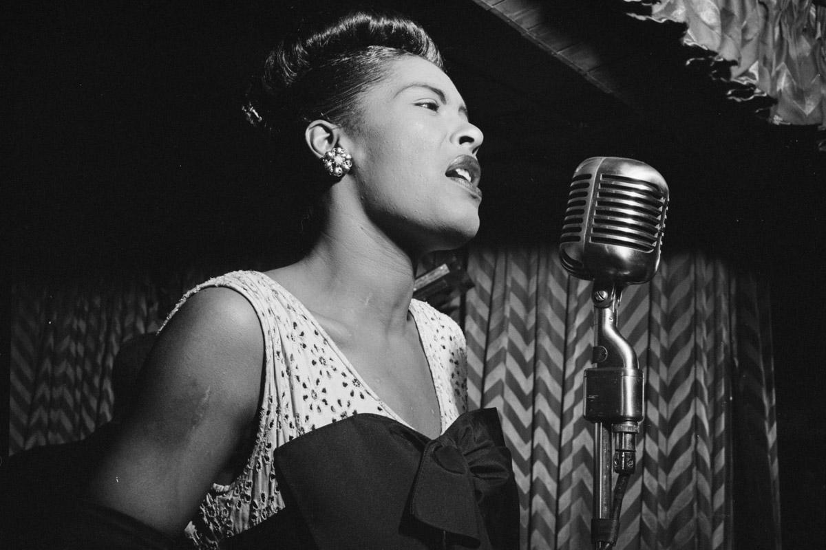 70 céntimos en el banco y 750 dólares pegados a una pierna: así fue el paupérrimo final de Billie Holiday