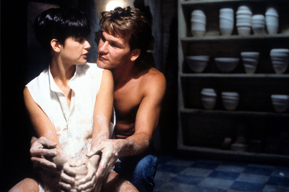 «Swayze se ruborizaba con solo hablar de ella»: así se filmó la memorable escena de la arcilla de 'Ghost'