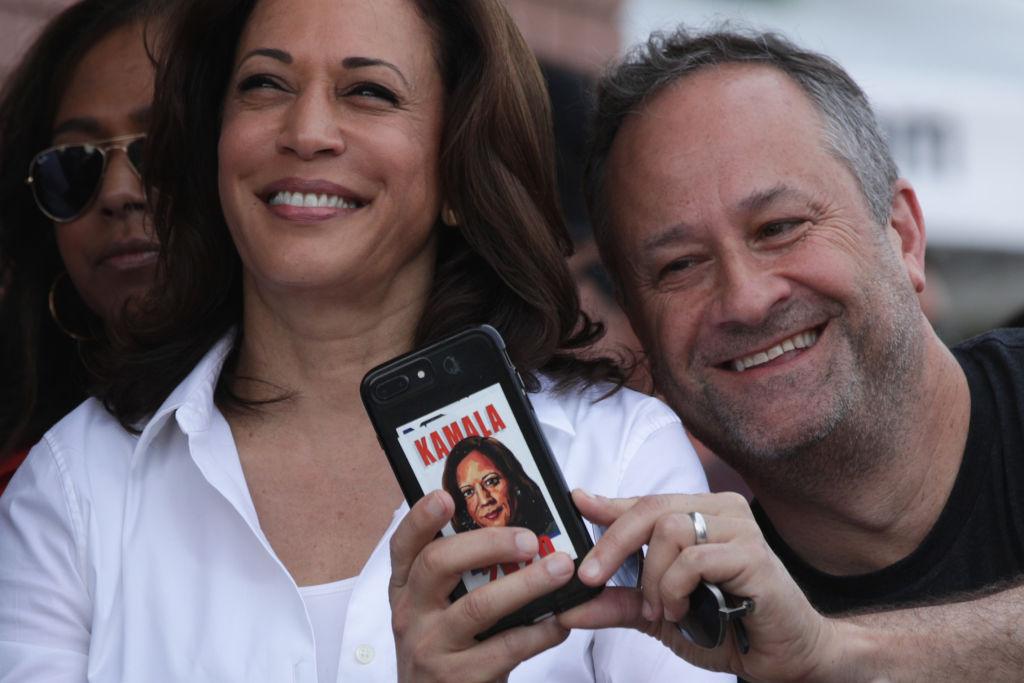 «Llamadme Segundo Caballero»: el marido de Kamala Harris reivindica su segundo plano en la Casa Blanca
