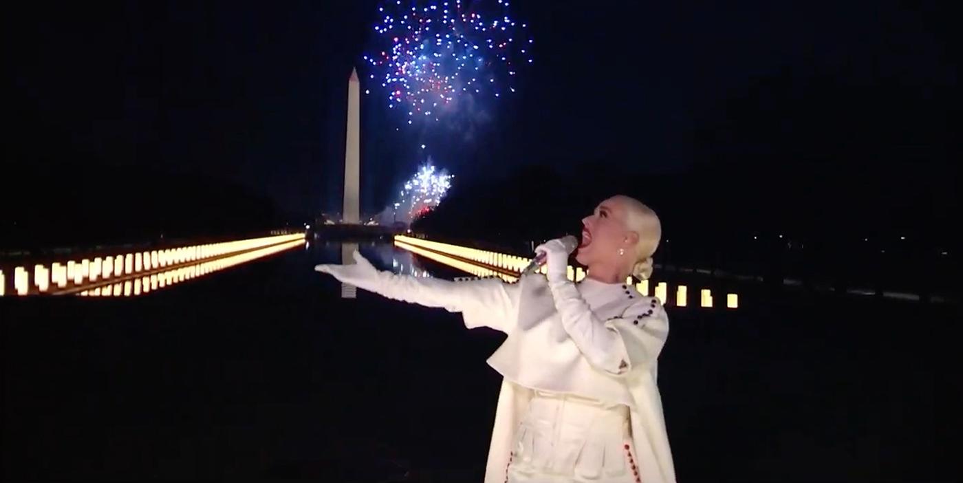 Fuegos artificiales y explosión de luz: la actuación de Katy Perry que emocionó a Joe Biden