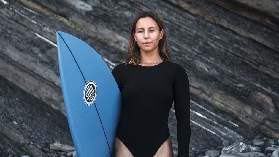 Ariane Ochoa: «En el surf femenino ha primado más la imagen que los logros»