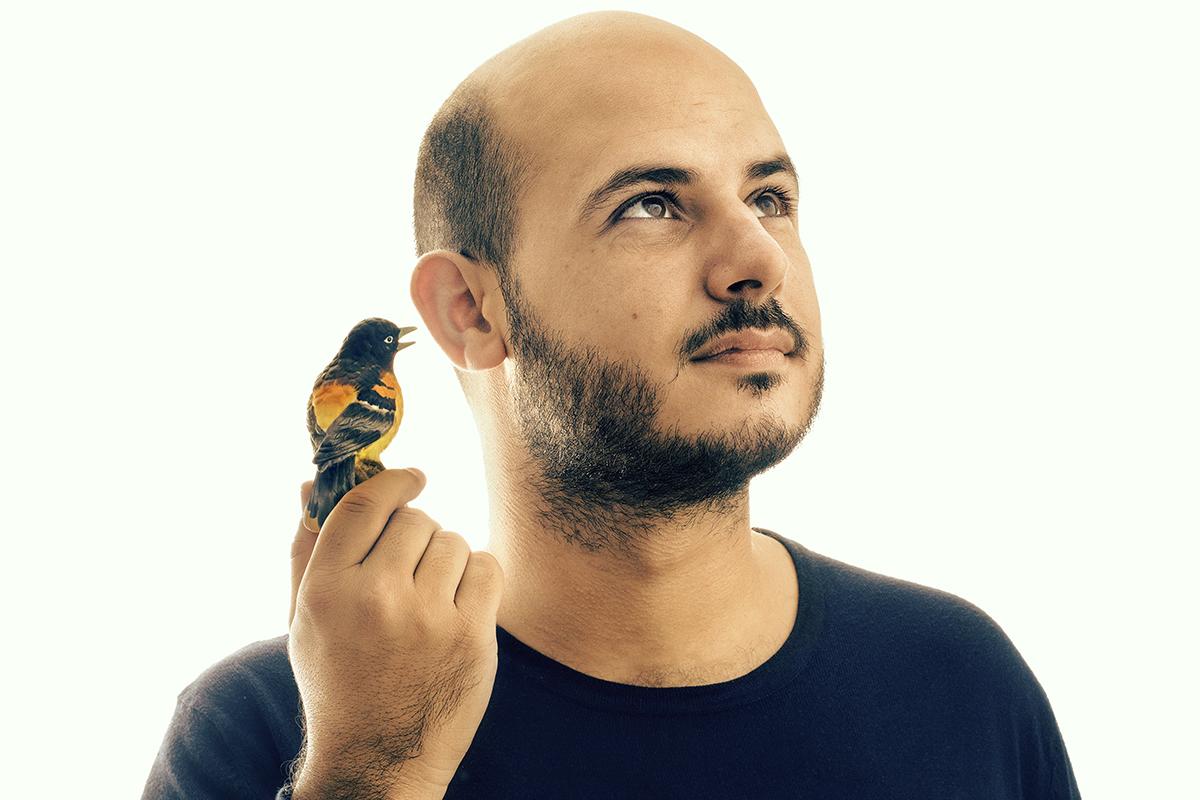Javier Jaén, el diseñador del cartel de la película de Almodóvar
