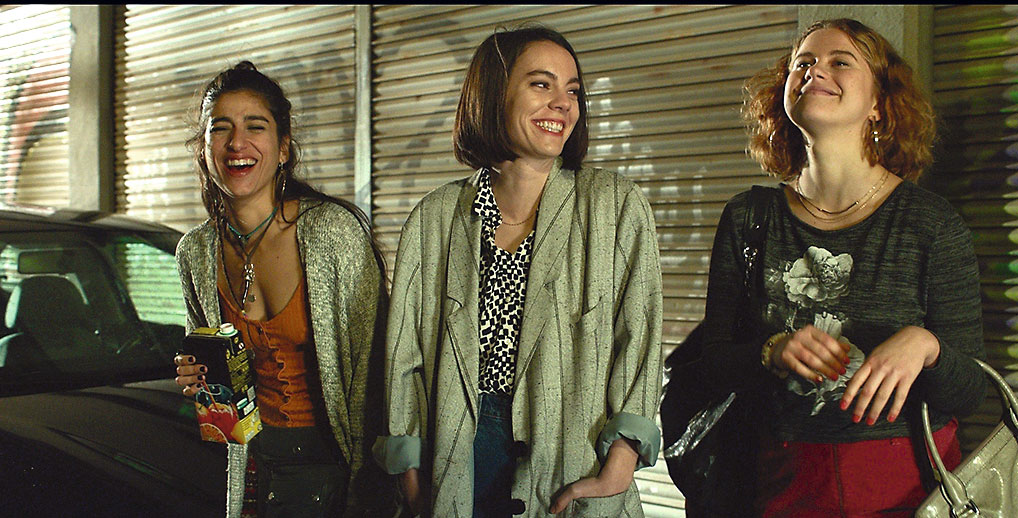 El reencuentro de tres amigas: Desi (Carolina Yuste), Marta (Vicky Luengo) y Bea (Elisabet Casanovas).