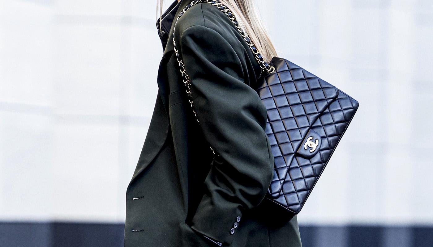 El lujo contra las reventas: Chanel se une a las marcas que limitan la compra de sus bolsos