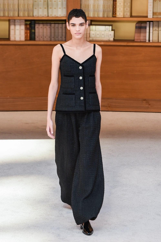 Virginie Viard se confirma como la gran sucesora de Karl Lagerfeld en la Alta Costura