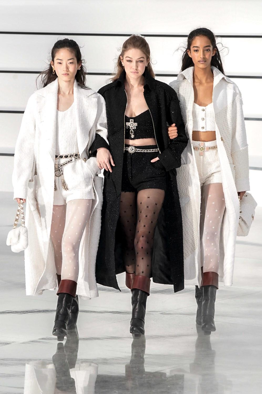 Mini shorts, cruces y 'cropped tops': Chanel no teme al frío en invierno