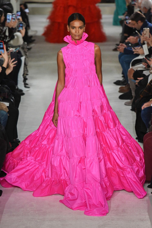 Valentino rompe con la injusticia histórica que mantuvo a las mujeres negras fuera de la Alta Costura