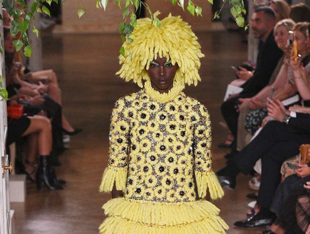Valentino reivindica el poder de la mujer negra en la Alta Costura
