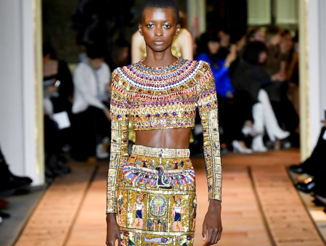 Zuhair Murad rinde homenaje a Cleopatra en su desfile