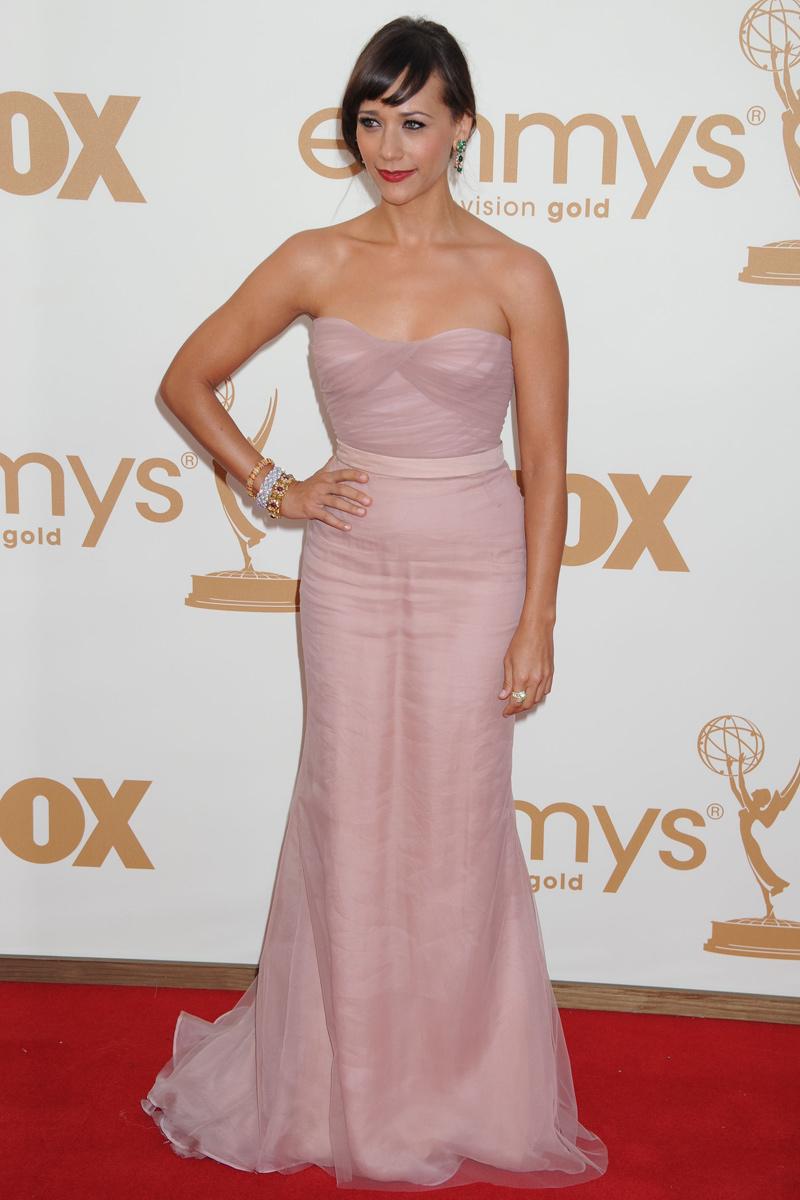 Rashida Jones vestida de Alberta Ferretti en los Emmy 2011