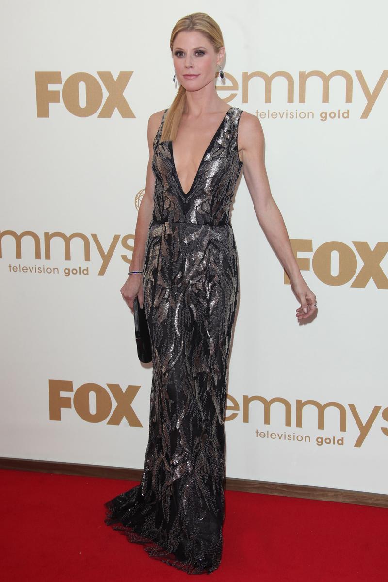 Julie Bowens vestida de Óscar de la Renta en los Emmy 2011