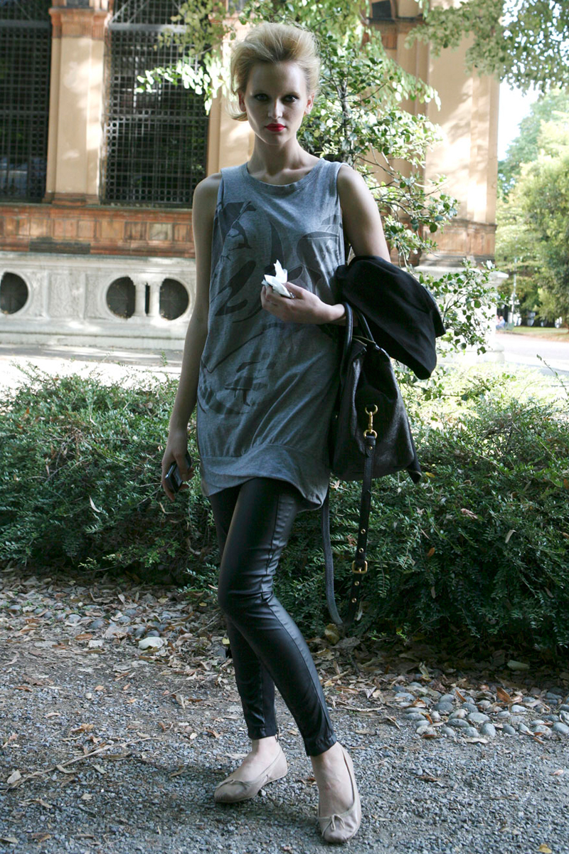 Modelos despues del trabajo Milan Fashion Week