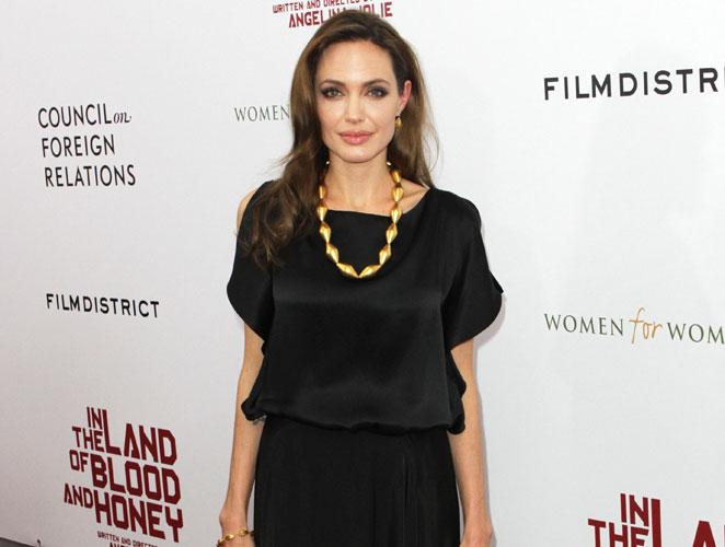 Cómo llevar el color negro según Angelina Jolie