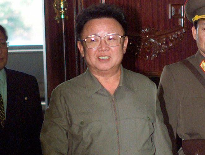 Kim Jong-il, el hombre que con solo 3 prendas y 2 accesorios consiguió colarse en la lista de los peor vestidos