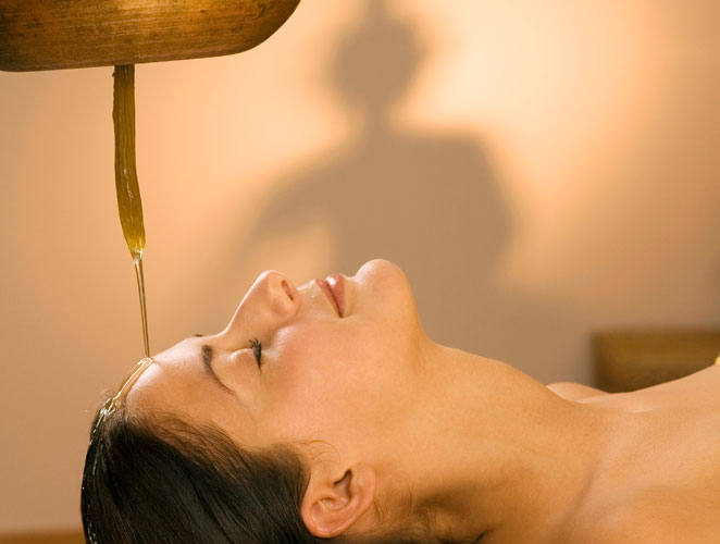 Tratamiento ayurvédico con aceite