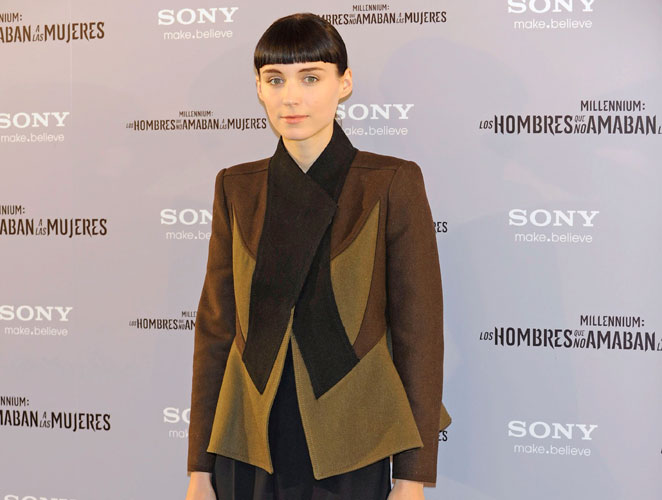 ¿Qué te parece la chaqueta que Rooney Mara ha lucido hoy en Madrid?