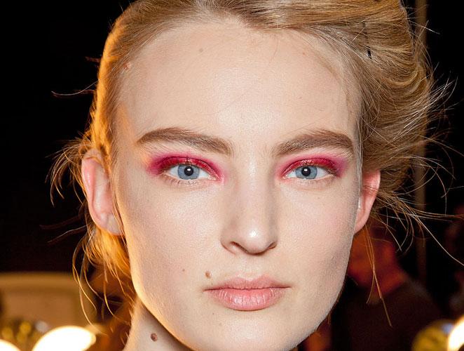 Copia el look: la sombra roja del desfile de Donna Karan