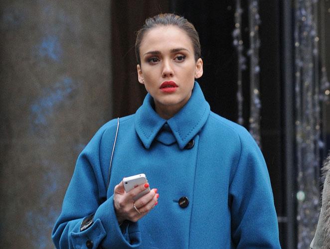 Copia el look: los rojos de Jessica Alba