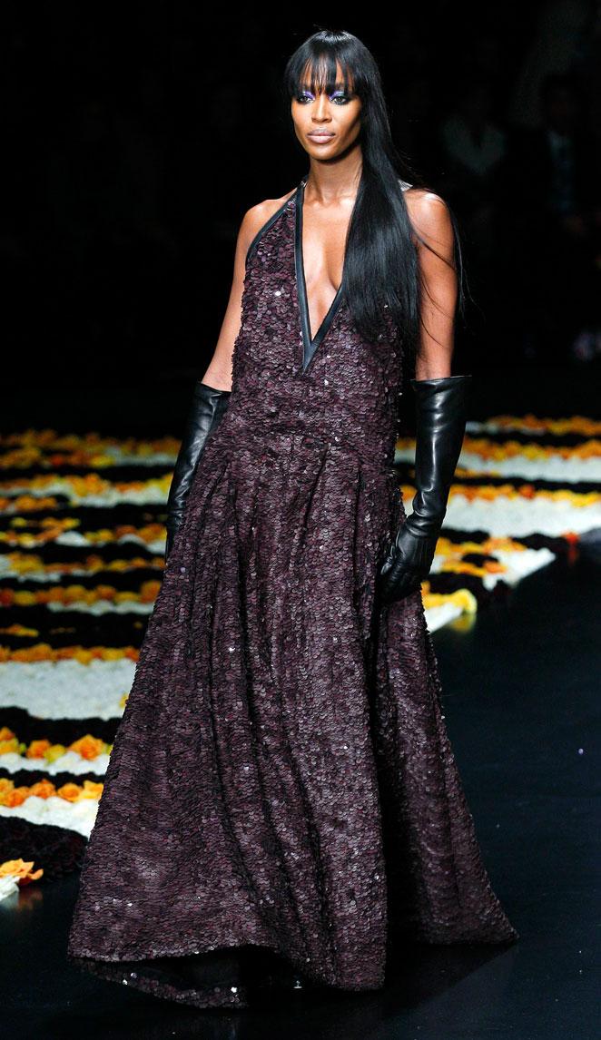 innovative design 7ed1a 4d5de Foto del día: Naomi Campbell desfila en Milán para Roberto ...