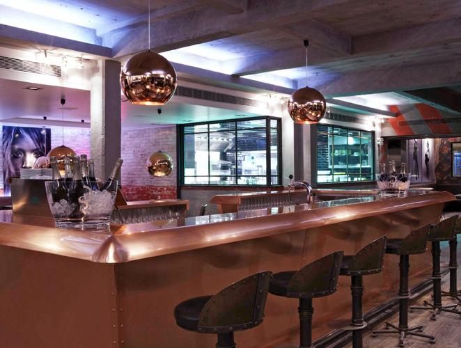 Barra del restaurante y antiguo estudio de foto Pin-Up