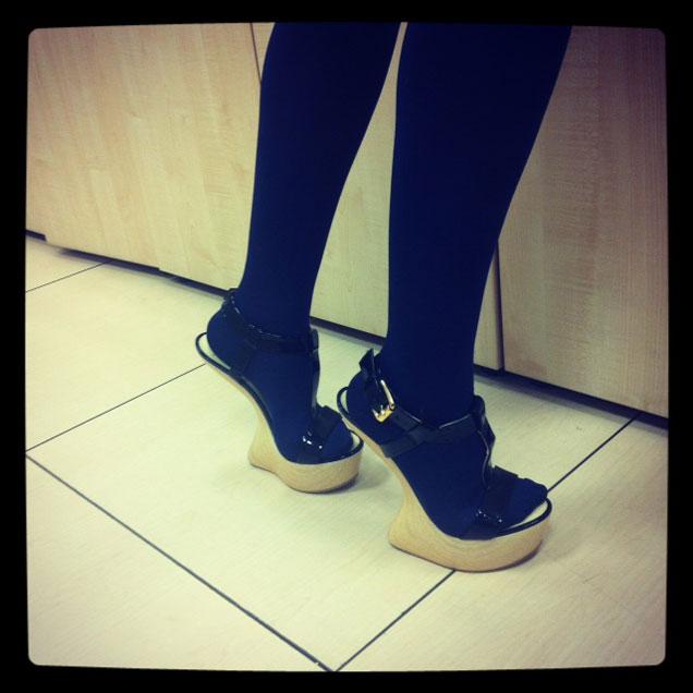 c21baeff Se puede andar con estos zapatos de tacón sin tacón? | Actualidad ...