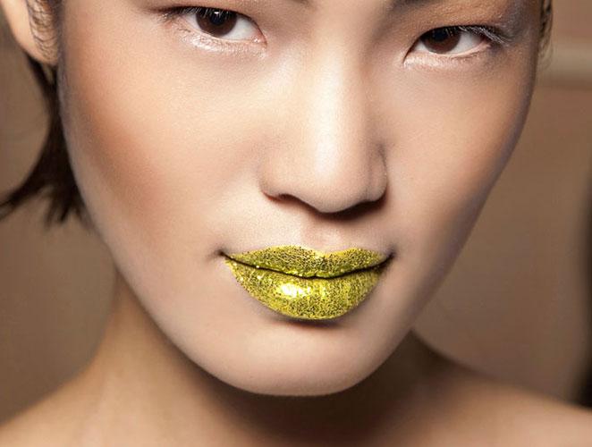 labios dorados