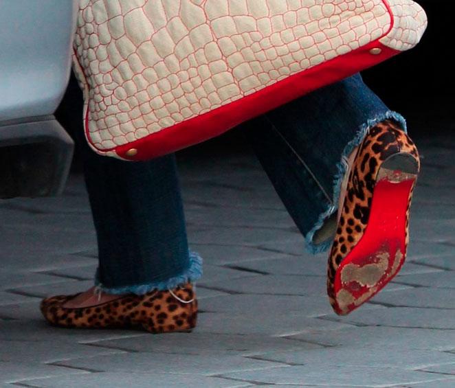 zapatillas de suela roja louboutin. Julia Roberts Louboutin a30fe820ece