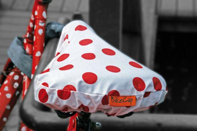 8806a66ac15 La marca holandesa Bikecap dispone de una gran variedad de fundas  impermeables para el sillín por 9,95 euros. Bikecap. Accesorios bici