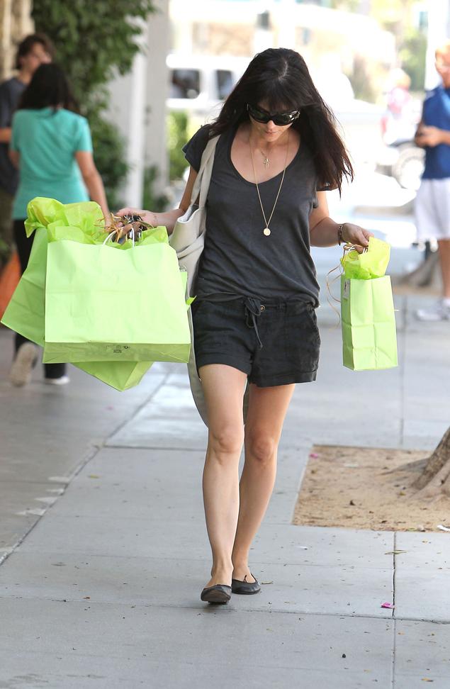 Prohibido llevar shorts para ir de compras por dubai - Como ir a la maquinista ...