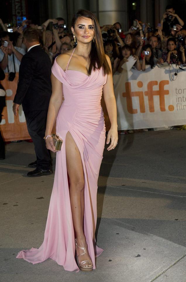 Vota el look: el vestido vintage de Versace de Penélope Cruz ...