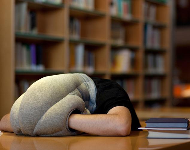 Ostrich Pillow El Invento Para Dormir La Siesta En La