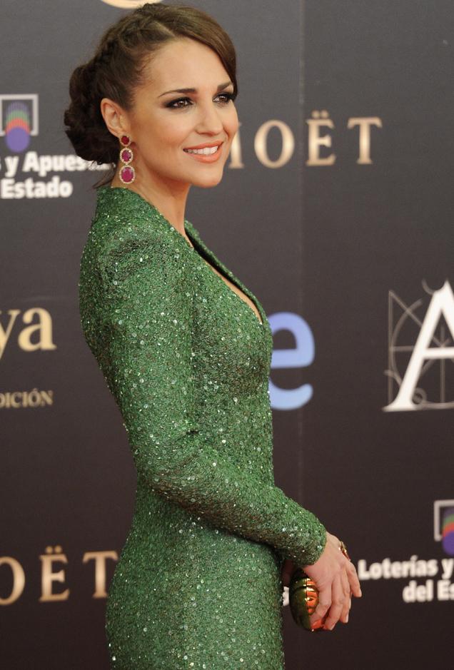 Color de labios para vestido verde