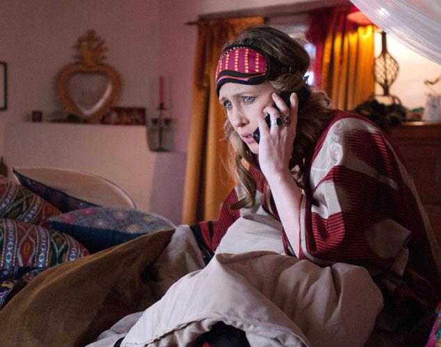 ¿Dormir con el móvil en la mesilla de noche? No, no, no.