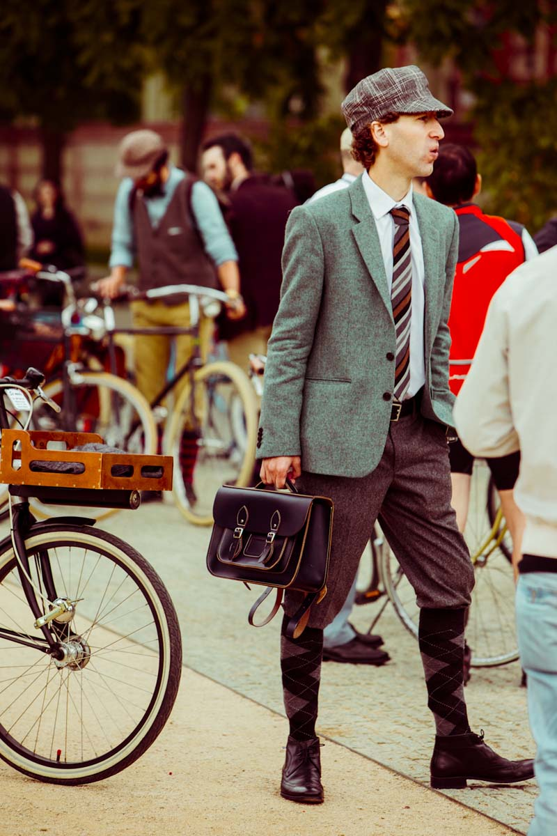 Tweed Ride Madrid un viaje en bici al S XX