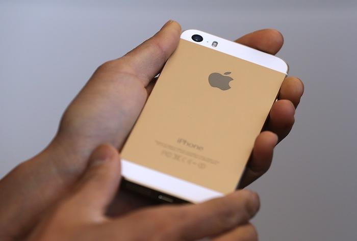 El iPhone 5s se puede comprar con un acabado dorado, un guiño al mercado chino