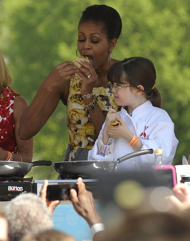 Los Obama no se cortan ni un pelo a la hora de posar frente a las cámaras comiendo