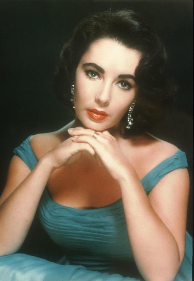 Liz Taylor en los años 60 sin Photoshop pero en una foto muy manipulada