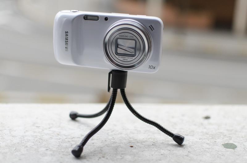 El Samsung Galaxy S4 Zoom es el único móvil que incluye un ranura para trípodes