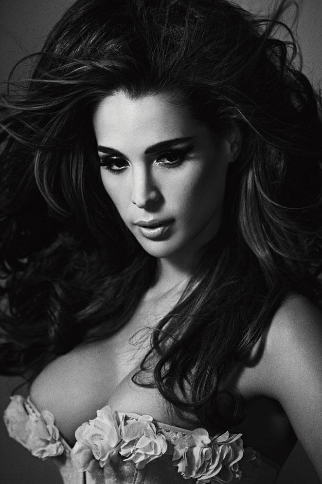 Sexy modelo en casting mostrando vestido sexy black - 2 part 2