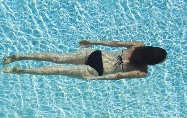 ¿Es mejor nadar o salir a caminar?