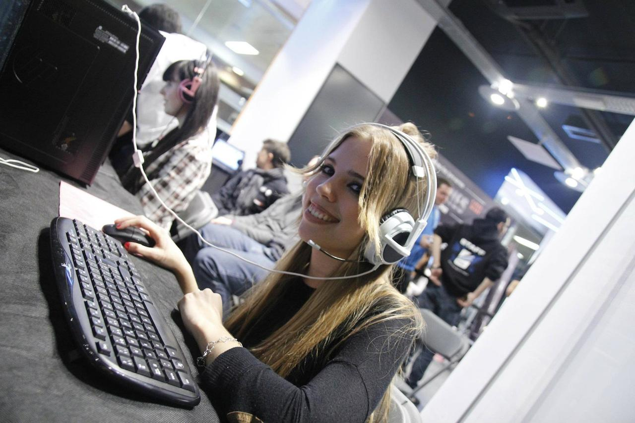 Elena Peña es periodista especializada en videojuegos y toda una 'hardcore gamer'.