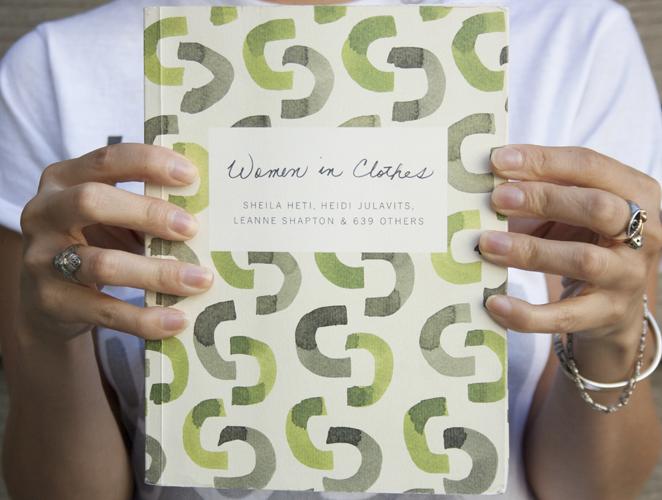 ¿Por qué vistes como vistes? 10 razones para leer 'Women in Clothes'