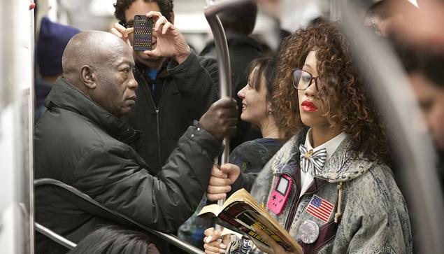 Foto metro Nueva York leyendo