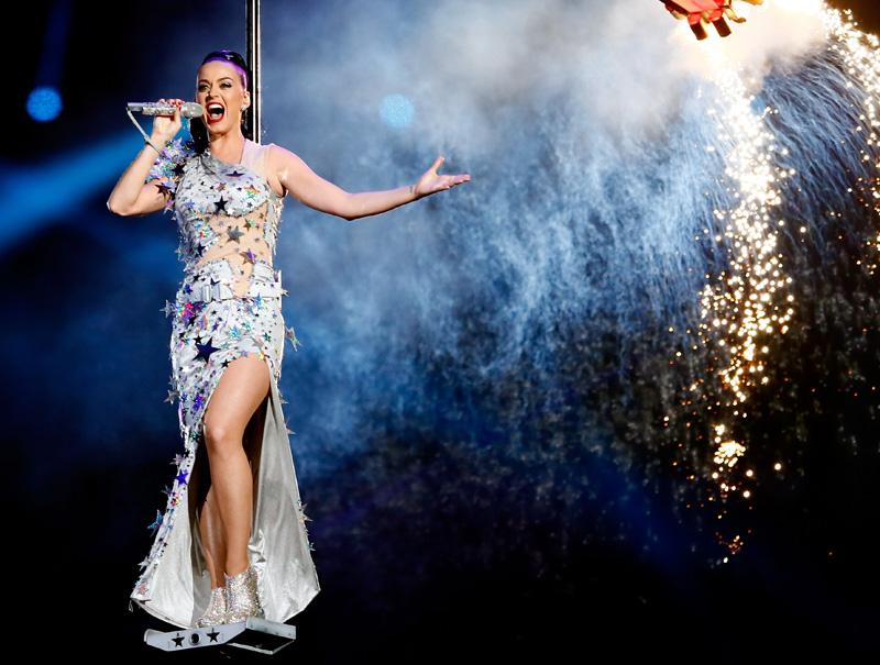 Katy Perry ruge (y vuela) en la Super Bowl