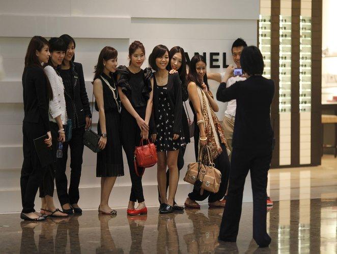 ¿Adiós a los turistas chinos comprando lujo en Europa?